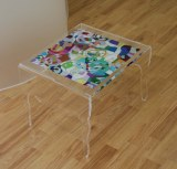 Petite table basse en plexiglas