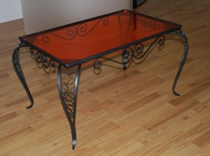 Table en fer forgé et plexiglas